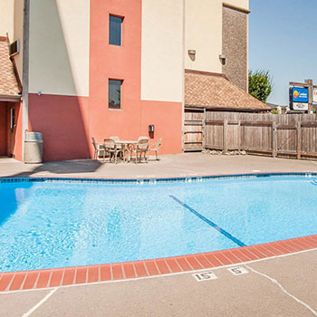 Swimming pool at Comfort Inn & Suites Vancouver