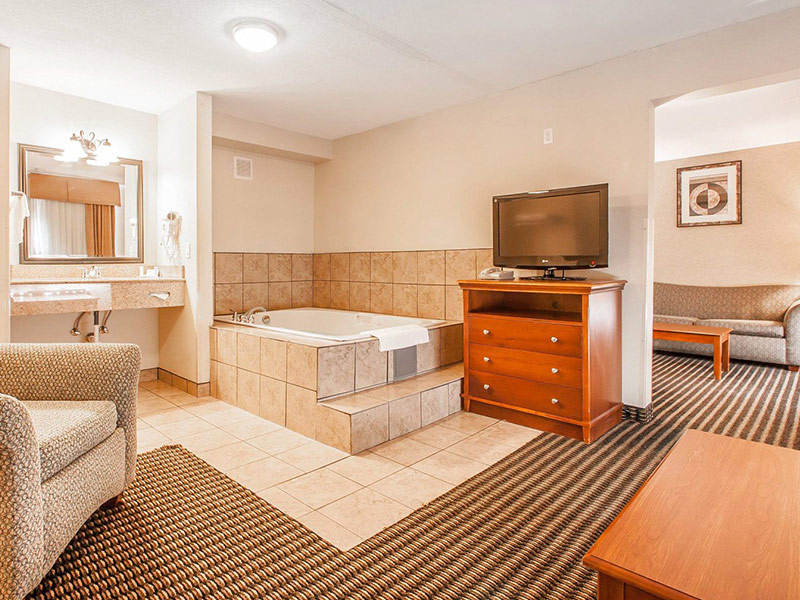 Photo of Whirlpool Suite
